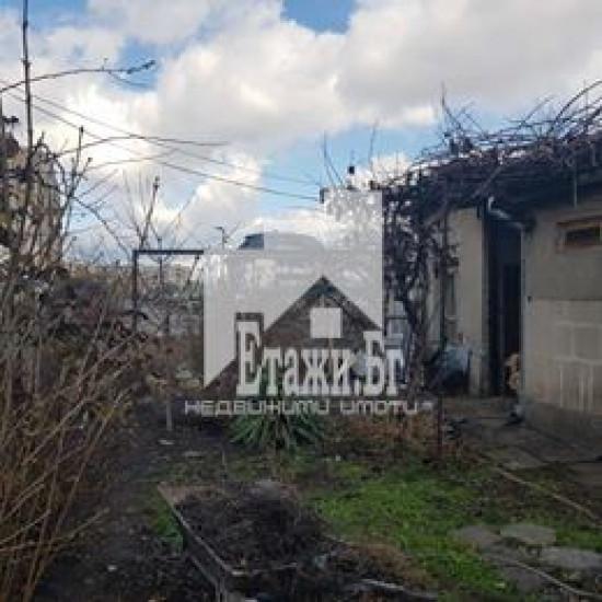 Уникален парцел с къща в  кв. Левски Г. от агенция Етажи !!!!