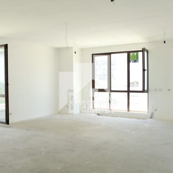 Четиристен апартамент за продажба  в Витша Вилидж до лифта в кв.Семионово с два паркомяста включени в цената !!!