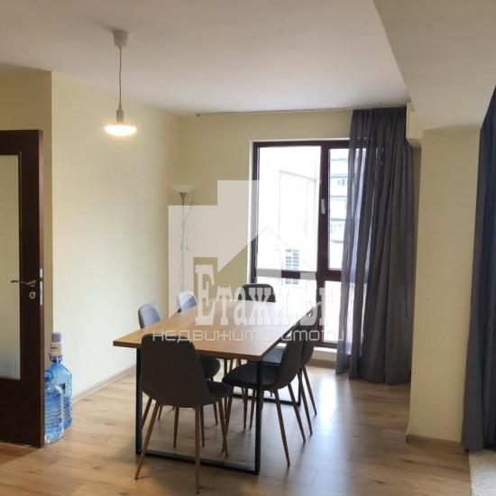 Луксозен четиристаен апартамент в идеалния център на града