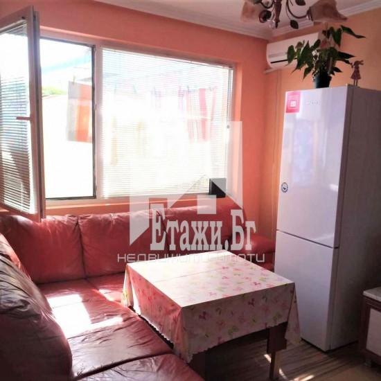 Двустаен обзаведен апартамент в Цветен квартал