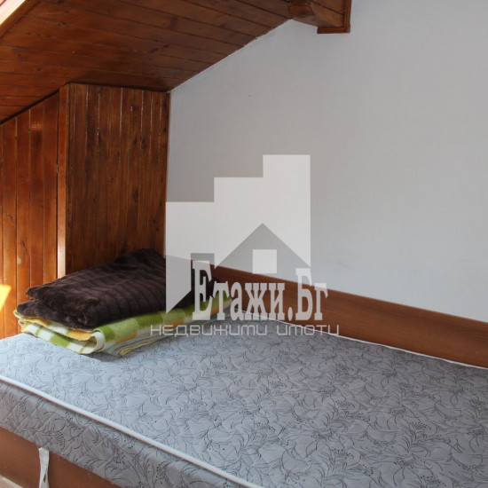 Китна къщичка на две нива на тихо място в центъра на Варна