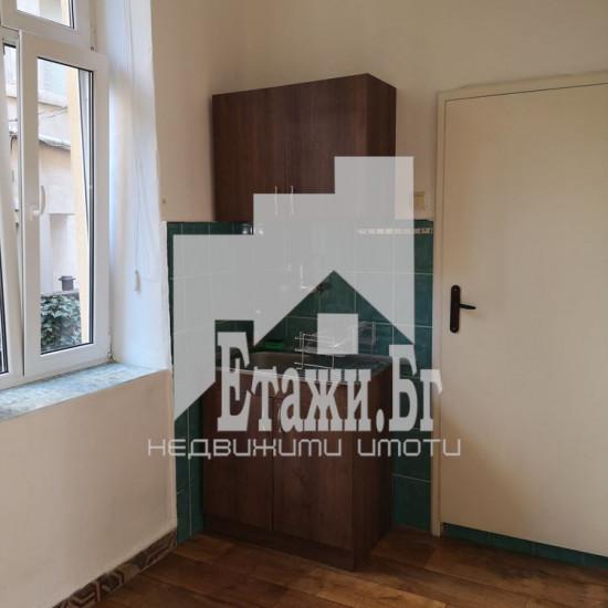 Двустаен напълно обзаведен апартамент на метри от ВИНС