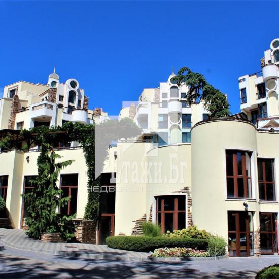 Луксозен имот в представителна нова сграда в Бриз