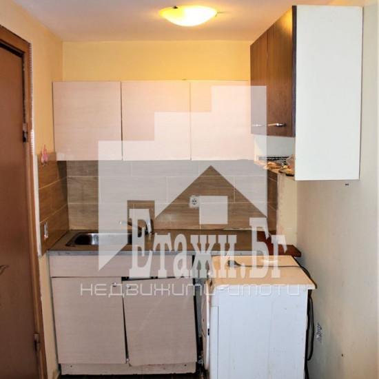 Едностаен апартамент със статут на гараж в района на Колхозен пазар