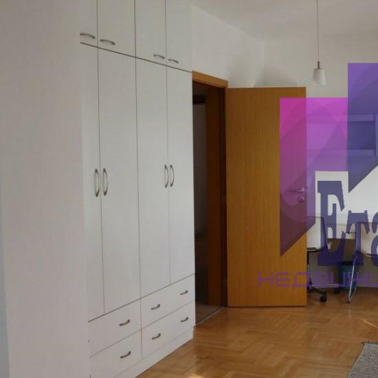 Просторен Тристаен Апартамент С Паркомясто