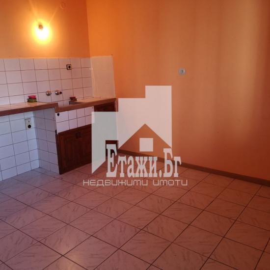 Четиристаен апартамент в района на Христо Ботев