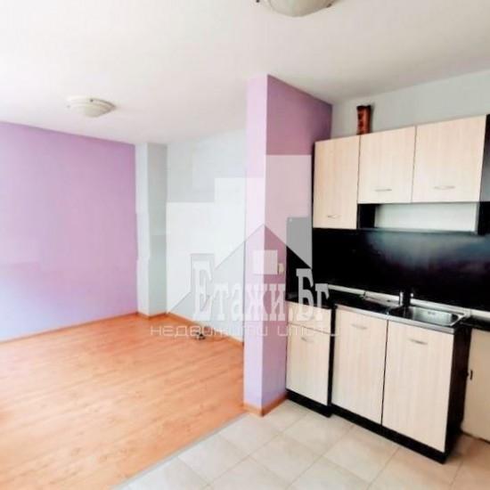 Топъл, уютен двустаен апартамент в Широк Център