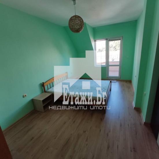 Тристаен полуобзаведен апартамент в района на Зимно кино Тракия