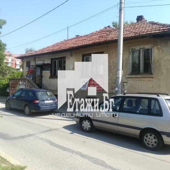 Парцел с къща на ул. Околовръстен път