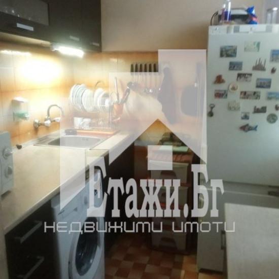 Тристаен апартамент до Базар Левски