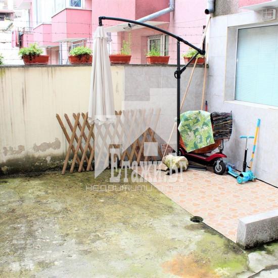 Двустаен апартамент в района на Колхозен пазар