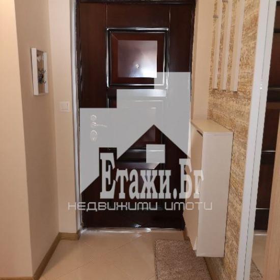 Светъл и луксозно обзаведендвустаен апартамент в района на Чаталджа
