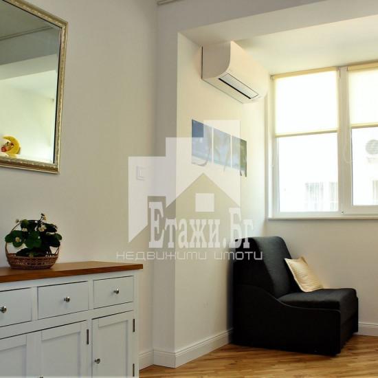 Луксозно реновиран тристаен апартамент с чудесна локация