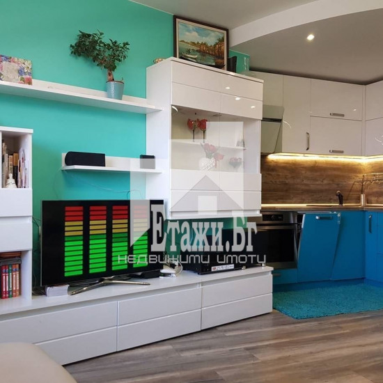 Тристаен обзаведен апартамент в Цветен квартал