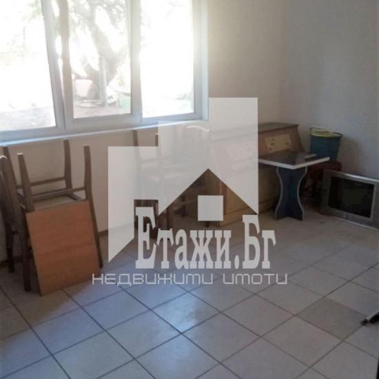 Необзаведен тристаен апартамент в Центъра на Варна до Синия пазар