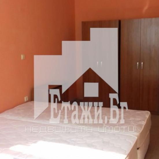 Двустаен обзаведен апартамент до Общината