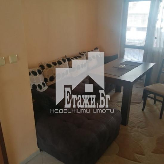 Тристаен напълно обзаведен апартамент в района на Колхозен пазар