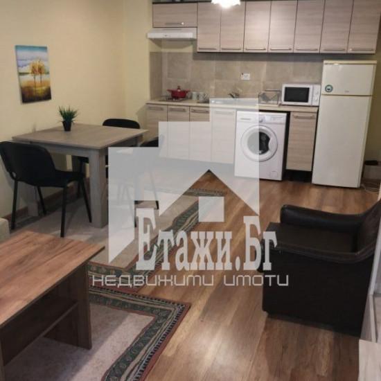 Двустаен напълно обзаведен апартамент в района на Червен площад