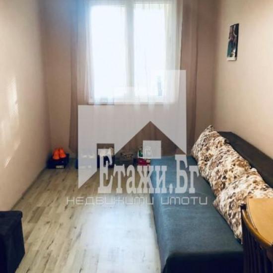 Тристаен обзаведен апартамент в района на квартал Чайка