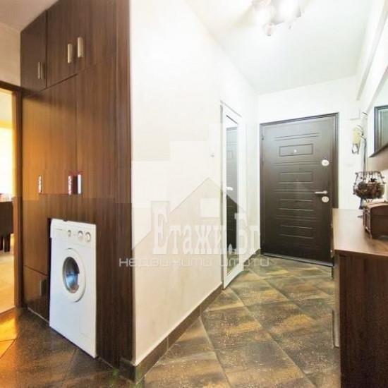 ТОПЪЛ, СВЕТЪЛ тристаен апартамент в квартал Левски