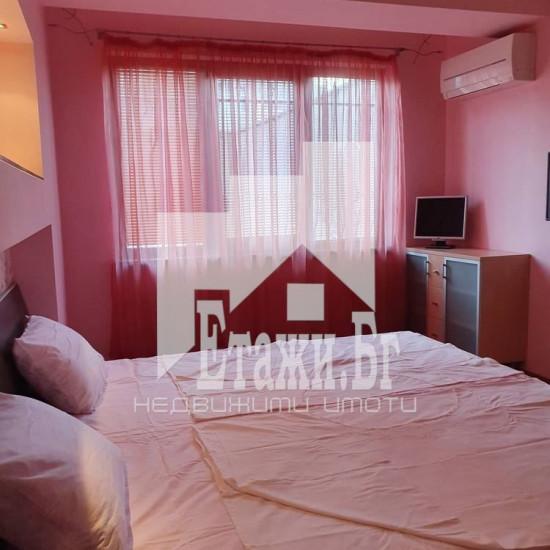 Тристаен апартамент в близост до Червения площад