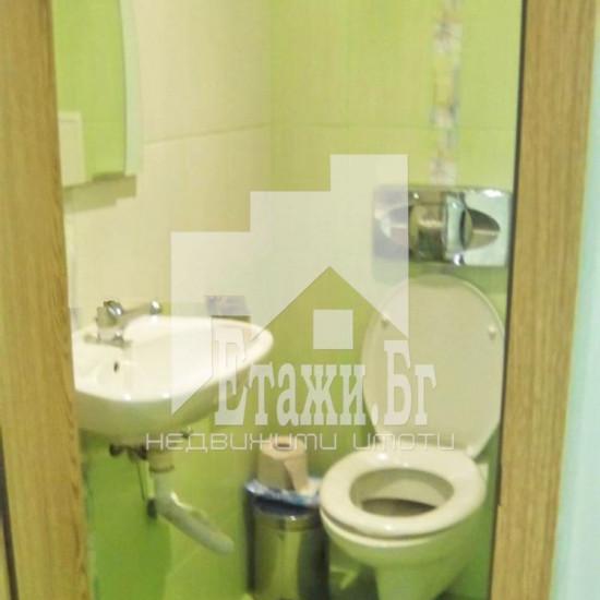 Тристаен апартамент в района на Базар Левски