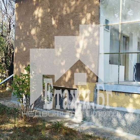 Парцел с триетажна вила в местност Манастирски рид